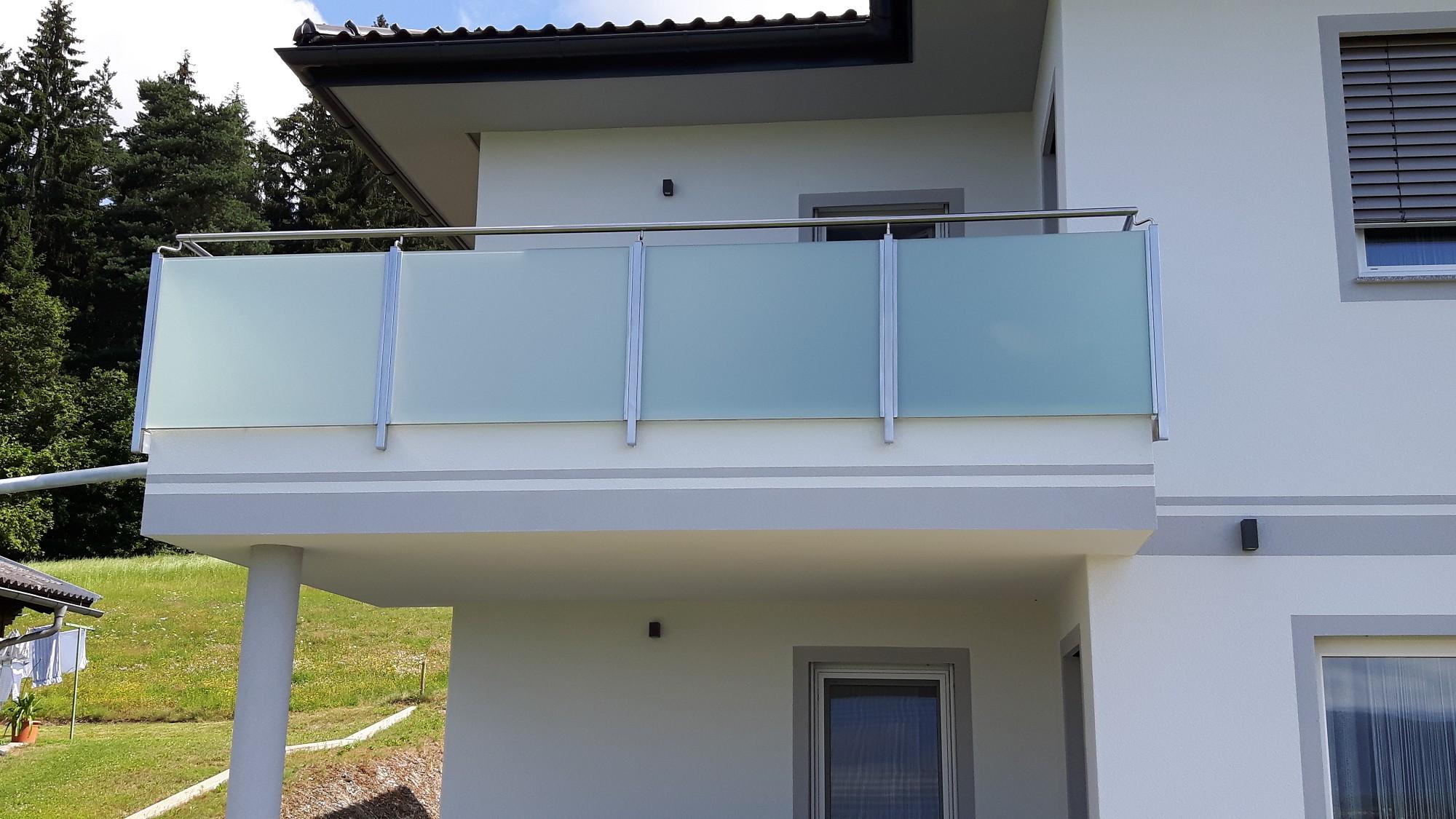 ma gefertigte balkongel nder als visitenkarte f r ihr heim. Black Bedroom Furniture Sets. Home Design Ideas